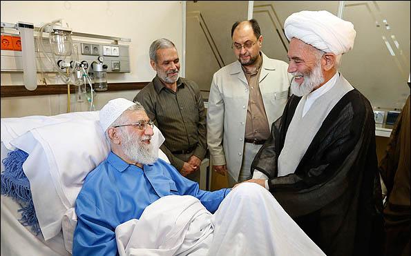 عیادت مسئولین کشوری و لشکری از حضرت آیت الله العظمی امام خامنه ای در بیمارستان
