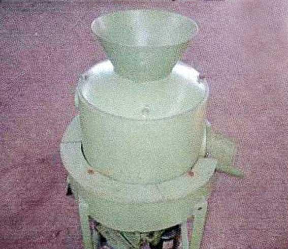 تجاری سازی دستگاه پوست کن گردو همزمان با فصل برداشت این محصول  توسط دکتر اکبر عبدی قاضی جهانی