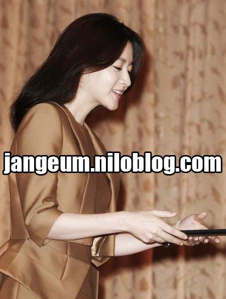 http://s5.picofile.com/file/8142567418/lee_1.JPG