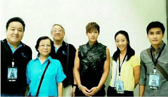 Kim Hyun Joong with members Tgroupthai