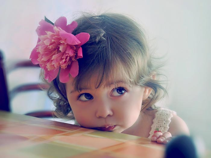 http://s5.picofile.com/file/8142946792/Beautiful_baby_girl_14.jpg