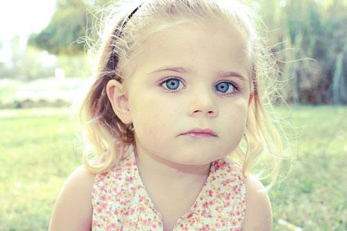 عکس دختر بچه زیبا عسل مامان