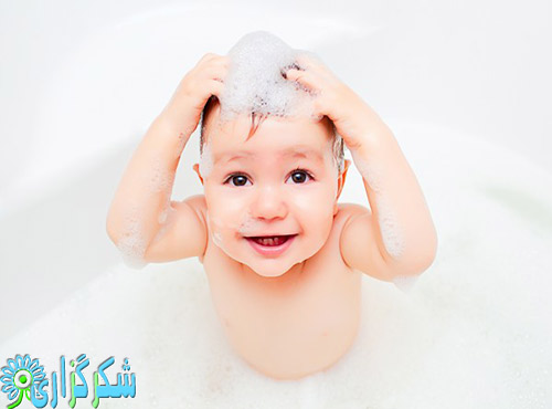 شستن-موها-ریزش-مو-عکس-شکرگزاری-سلامت-مو-جلوگیری-از-کچلی-تصویر-بچه