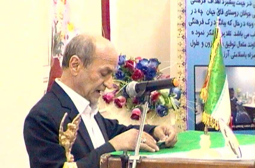 آقای حاج علی لطفی در میانه همایش اشعاری در مدح اهل بیت سرود