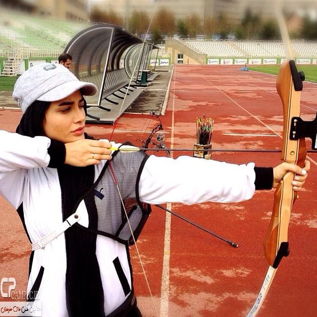 عکس های جدید تینا آخوند تبار در ورزشگاه دستگردی در حال تیراندازی