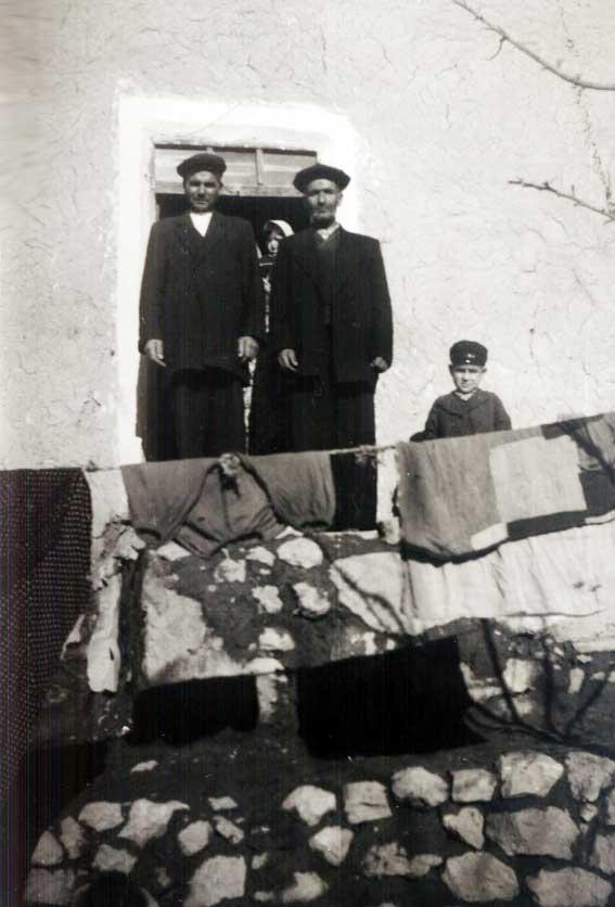 عکسی از مرحوم کربلایی حسن کاظم زاده قاضی جهانی و مرحوم حاج مهدیقلی محمدیان قاضی جهانی  به سال 1342 شمسی