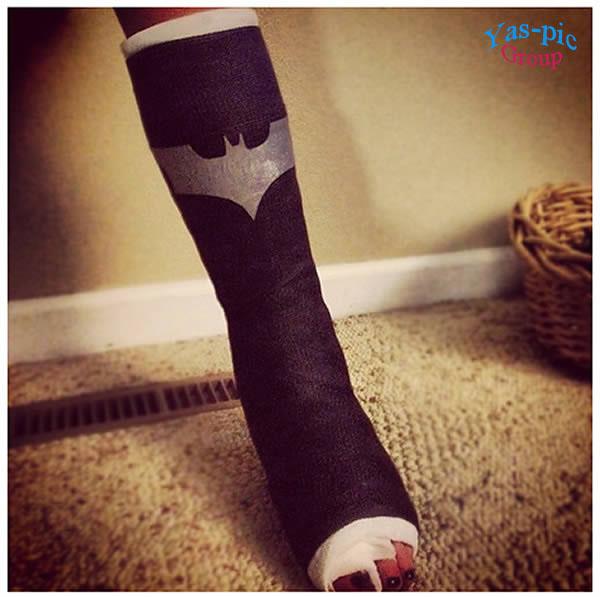 http://s5.picofile.com/file/8147600768/a99096_cast_3_batman.jpg