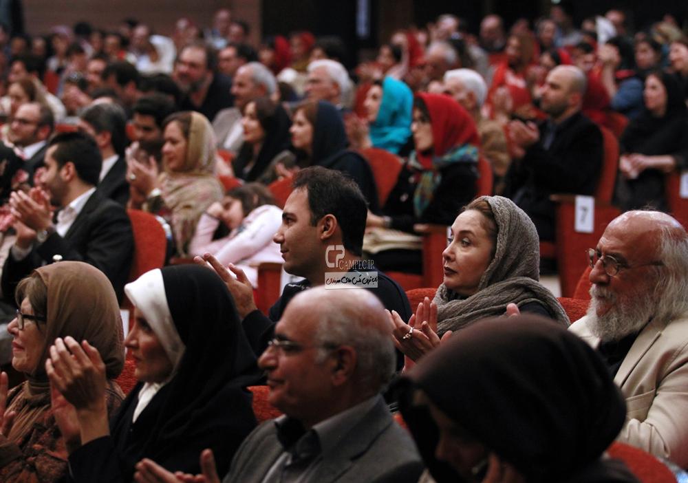 کتایون ریاحی در اختتامیه نخستین جشنواره فیلم های موبایلی