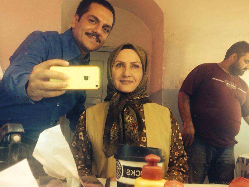 عباس غزالی و زهرا سعیدی در پشت صحنه سریال حانیه
