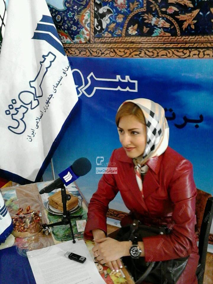 عکس سمیرا حسینی در نمایشگاه مطبوعات