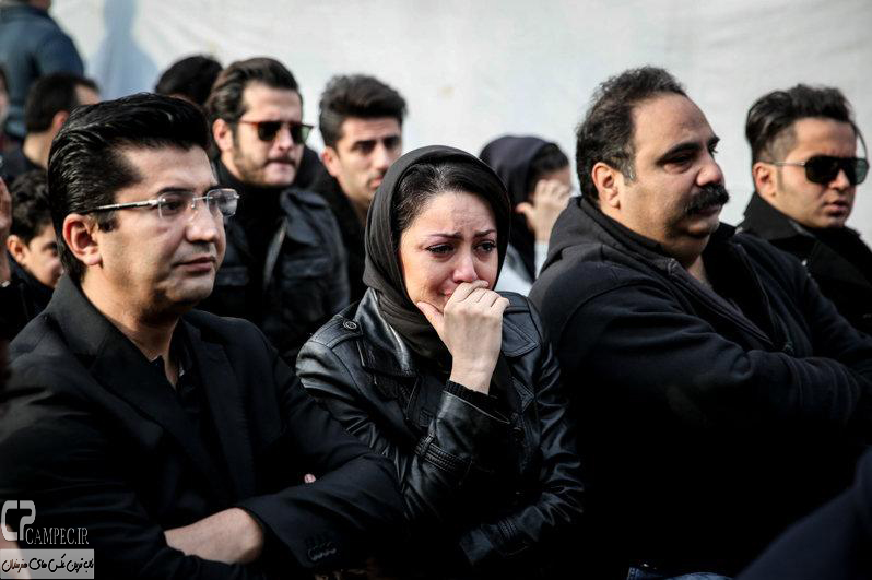 شیلا خداداد و همسرش در مراسم تشییع پیکر مرتضی پاشایی