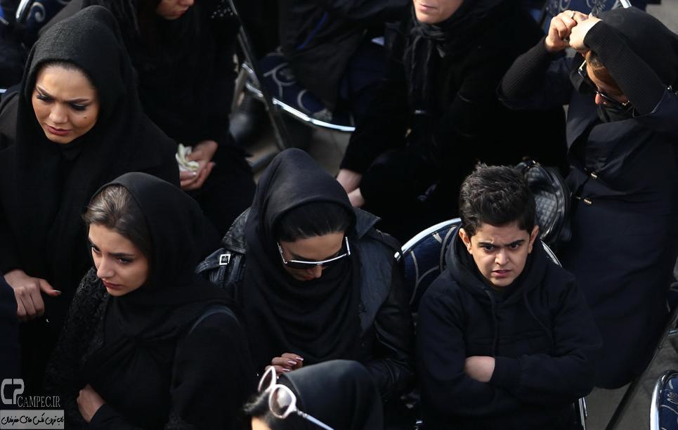لیلا بلوکات و هستی مهدوی فر  در مراسم تشییع پیکر مرتضی پاشایی