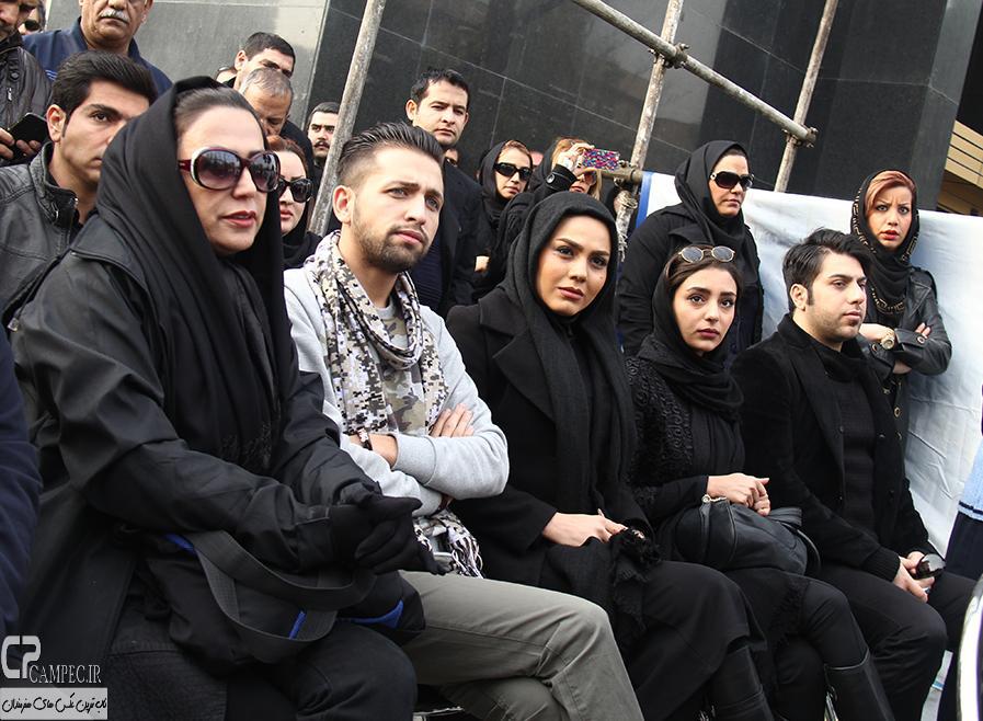 هستی مهدوی فر،آزاده زارعی و محسن افشانی در مراسم خاکسپاری مرتضی پاشایی