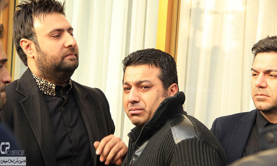 محمد علیزاده و حسین عباسی در مراسم خاکسپاری مرتضی پاشایی