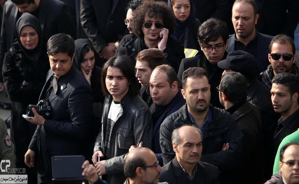 محسن یگانه در مراسم خاکسپاری مرتضی پاشایی