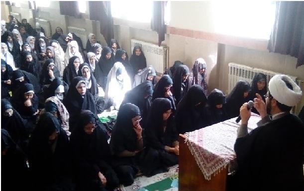 نماز جماعت و سخنرانی در دبیرستان عرفان قهدریجان با موضوع آسیب های اجتماعی