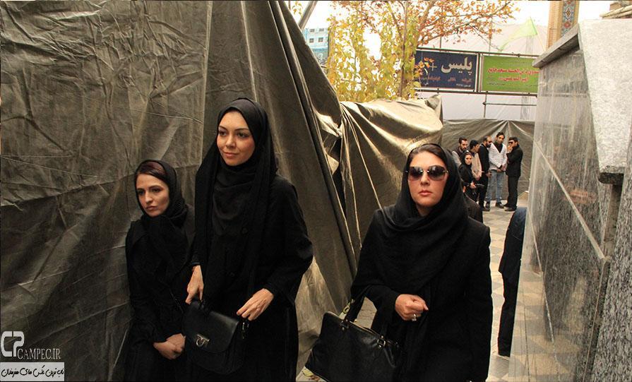 گلاره عباسی،لاله اسکندری و آزاده نامداری در مراسم ختم مرتضی پاشایی