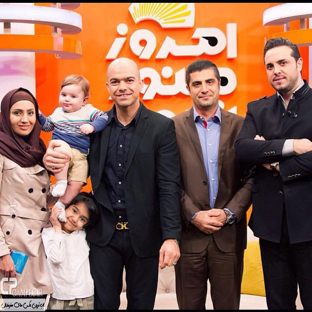 یوسف کرمی و همسر و فرزندانش در پشت صحنه برنامه امروز هنوز تموم نشده