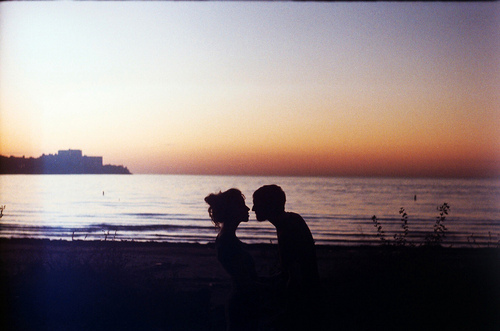 http://s5.picofile.com/file/8153493726/beach_couple_cute_girl_kiss_nature_Favim_com_57204.jpg