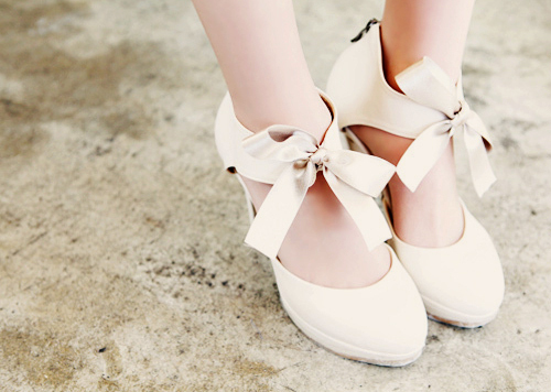 http://s5.picofile.com/file/8153506826/ballerina_ballerinas_beautiful_bow_bows_Favim_com_301067.jpg