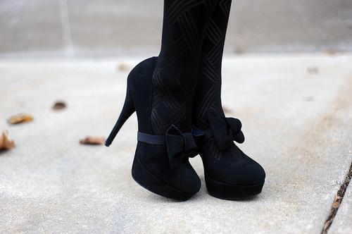 http://s5.picofile.com/file/8153506900/black_bow_fashion_high_heels_shoes_Favim_com_100300.jpg