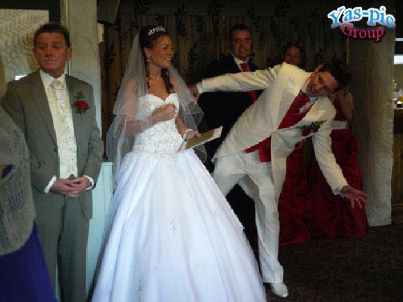 http://s5.picofile.com/file/8154444834/funny_wedding_28_photos_11.jpg