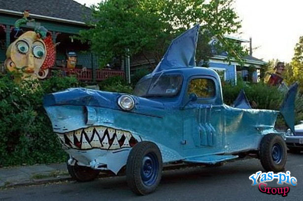http://s5.picofile.com/file/8154687926/funny_looking_cars_05.jpg