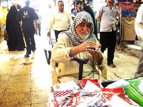 پیرمرد دستفروش بازار کربلا