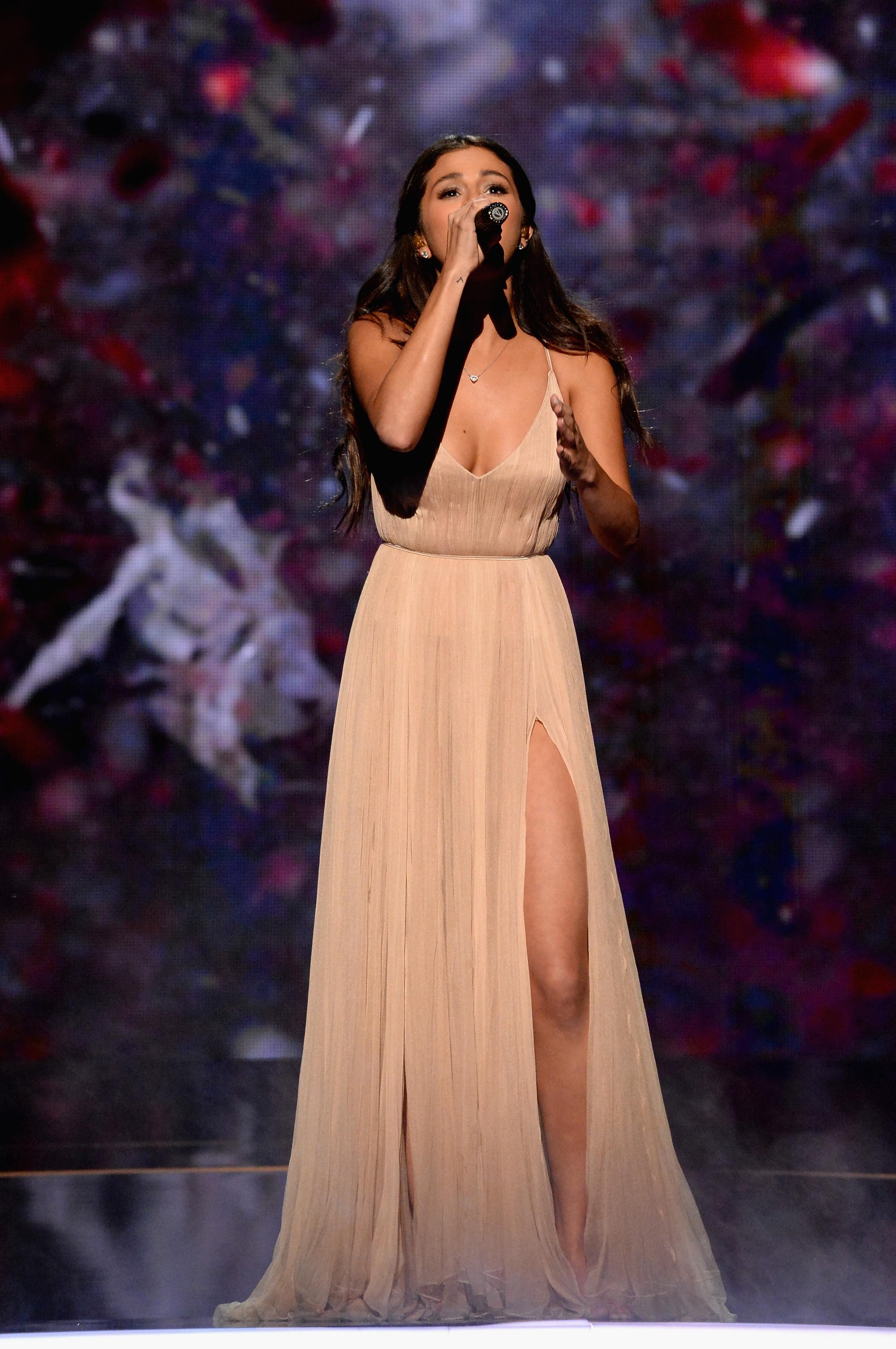 عکس های اجرای سلنا گومز در American Music Awards 2014