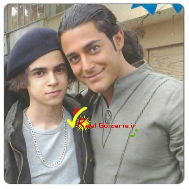 تصویری از محمدرضاگلزار در فیلم دوخواهر با یکی از طرفدارانش