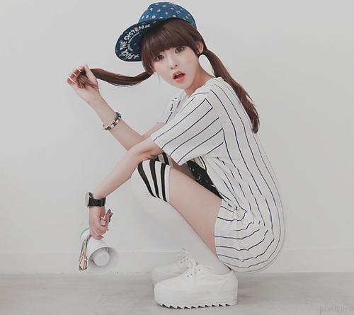 Image result for دخی کره ای با عروسک