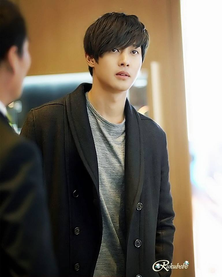 [Photos – 3] Kim Hyun Joong At The Opening Of LUXBENE Edition Store In Busan – [2014.12.22]