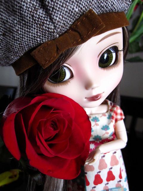 http://s5.picofile.com/file/8169359934/blythe_cute_doll_flowe.jpg