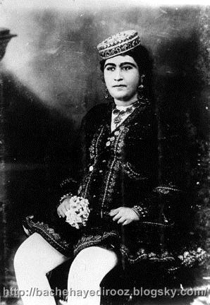 http://s5.picofile.com/file/8169385418/Iranian_Woman_Qajar_period_2.jpg