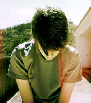 تنهایی پسر تنها گریه
