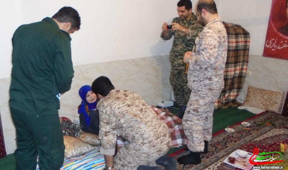 دیدار فرمانده ی لشکر امام حسین (ع) مازندارن با خانواده ی شهید یحیی اسفندیاری
