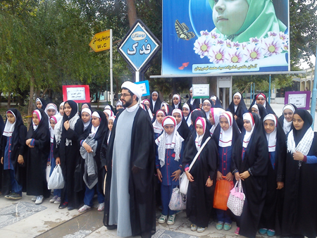 حضور دانش آموزان دبستان معاد در نماز جمعه