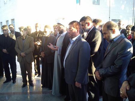 حضور امام جمعه قهدریجان بر سر مزار بهرام بهرامیان از جانباختگان فاجعه منا