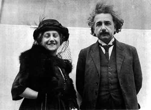 تصویر: اینشتین به همراه همسر دومش، دختر عمویش، Elsa.