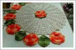 رومیزی زیبای قلاب بافی با گل های رنگی