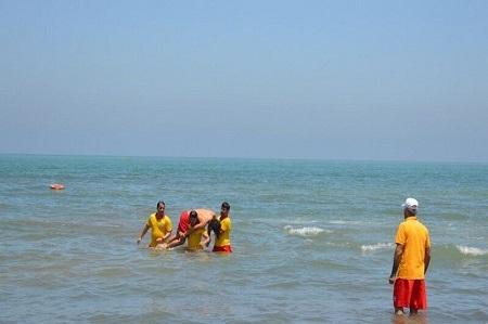 ۹ نفر از غرق شدن در ساحل آستارا نجات یافتند