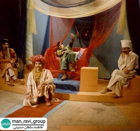 سال 1375 طراحي و اجرای دکور و لباس برنامه ( آقای حكايتی )  فاطمه سلطان حسینی
